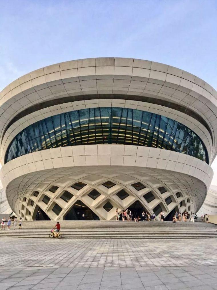 扎哈在中国的遗作终于完成,耗资28亿,施工难度堪比鸟巢_10