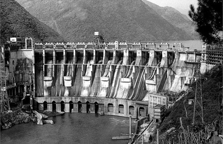 中国第一座空腹重力坝——湖南省凤滩水电站