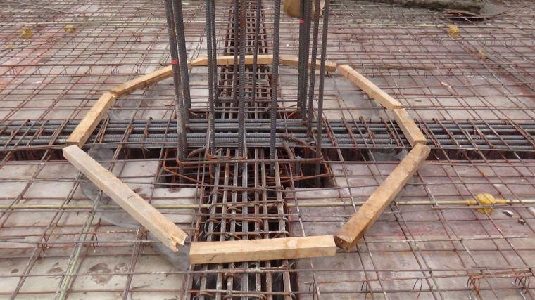 梁与板混凝土强度等级不同资料下载-节点处不同强度等级混凝土同步施工方法