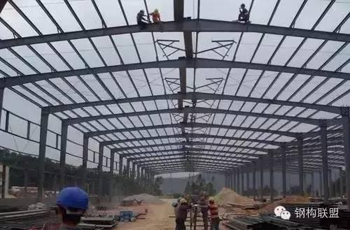 浅析钢结构厂房施工中的安全问题