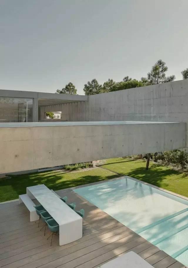 把屋顶设计成空中泳池,只有鬼才,才敢如此设计!_18