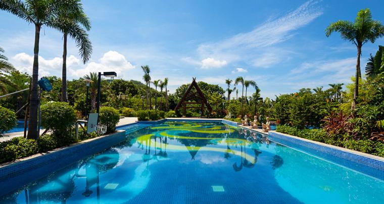 三亚凤凰水城酒店景观设计项目位于海南著名的热带海滨旅游城市和海港