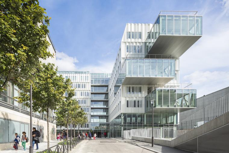 法国Archimède办公楼和体育馆综合建筑