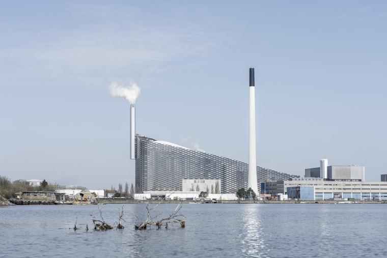 丹麦在原始工业区里的Amager资源中心