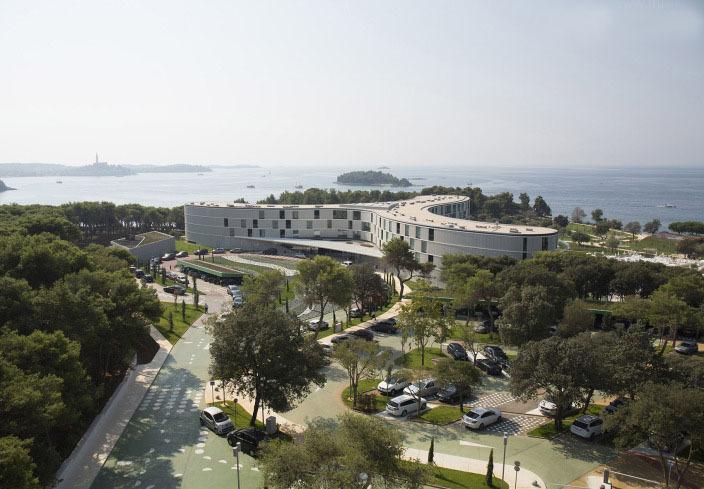 克罗地亚半岛上的度假酒店