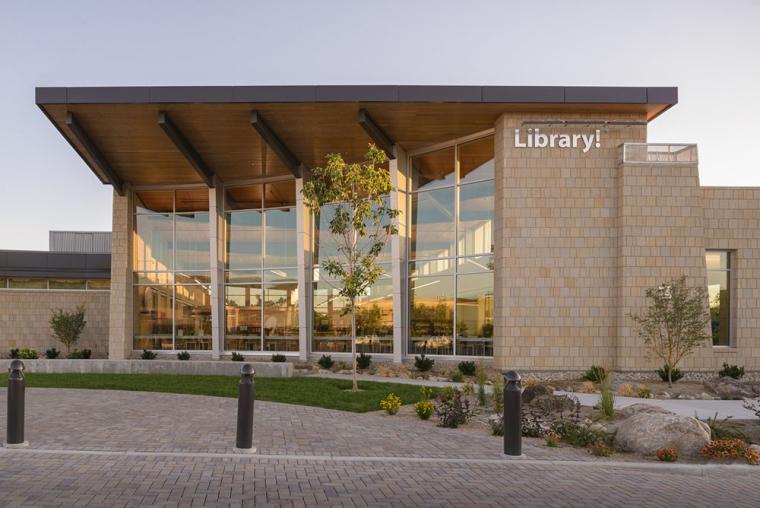 美国沙漠气候地区的风情图书馆