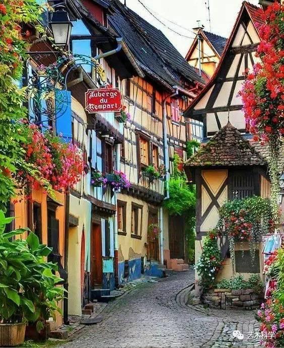 世界上最美的小镇,每走一步都是风景_25