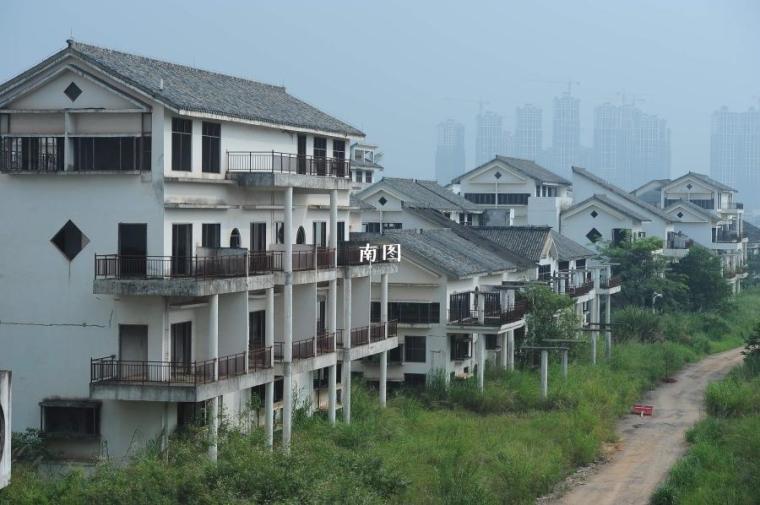 有价无市!市场价每栋超千万的别墅却是烂尾楼