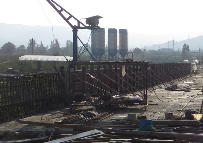 上跨铁路桥箱梁架设及桥面铺装施工方案