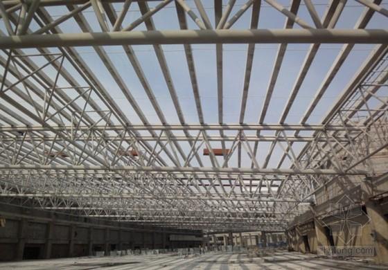 [QC]54米大跨度管屋顶钢桁架整体安装工法