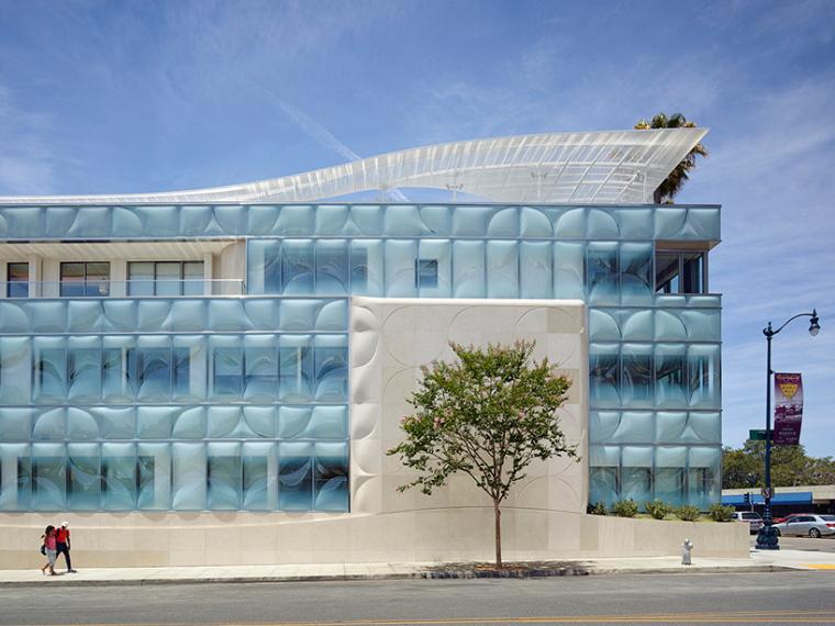 办公环境与建筑的融合:中庭通透打造怡然心情