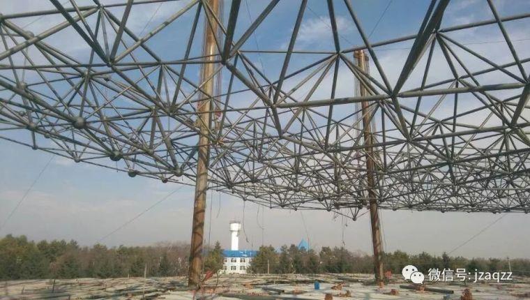 网架采用提升或顶升法吊装时应符合哪些规定
