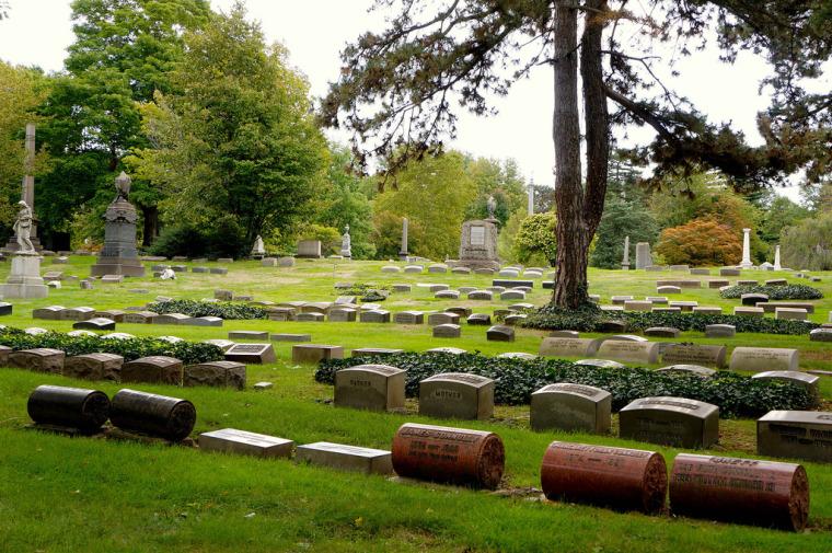 美国Cleveland湖景墓园