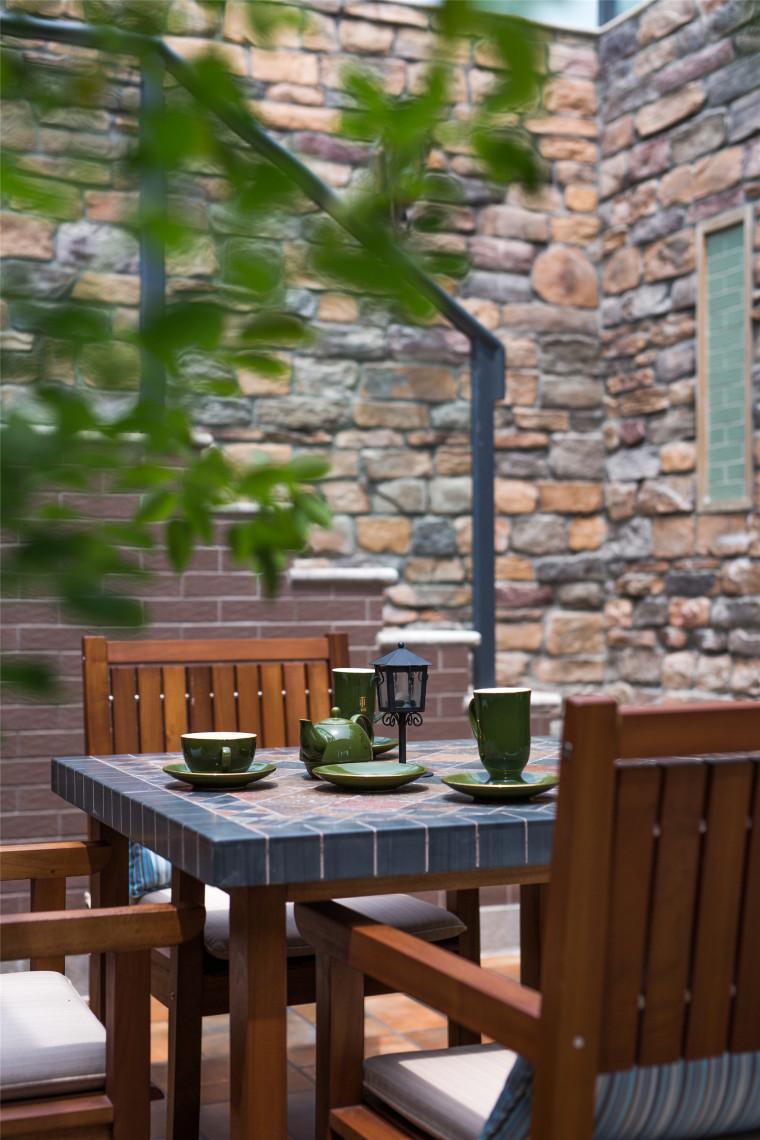 美式乡村和摩登混搭仲夏之夜住宅外部庭院实景图 (34)