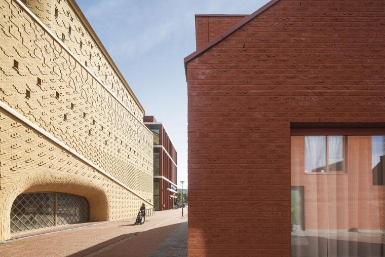 东方色彩构建的环绕停车场外部实景图 (4)