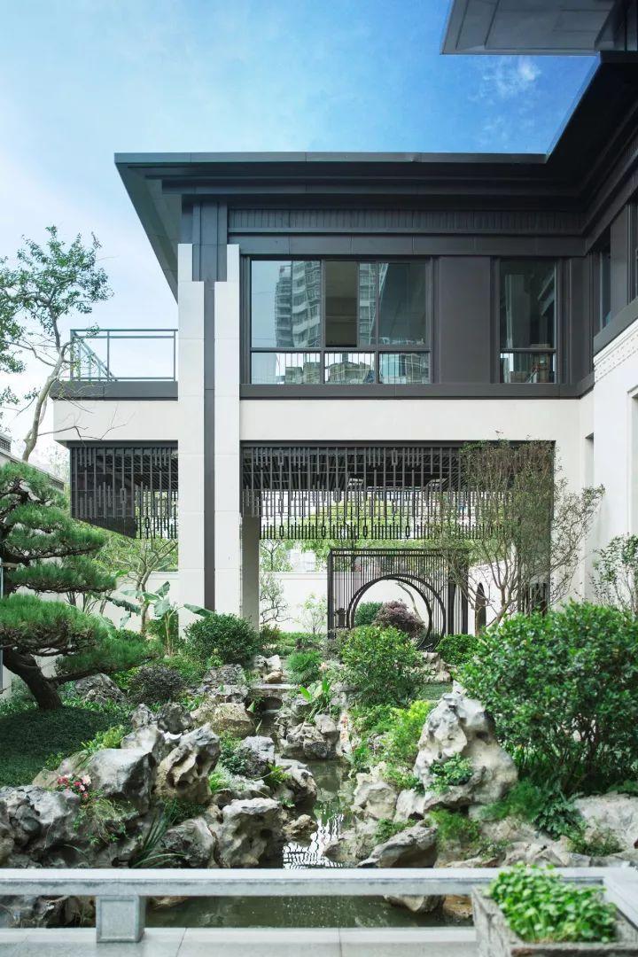 一处古香古色的中式庭院