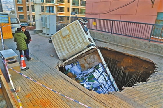 兰州5个月路面塌陷18起,专家称因地质原因和管网老化