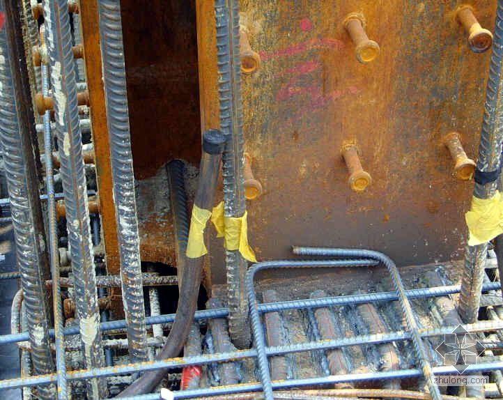 某大厦混凝土梁主筋与钢柱的连接