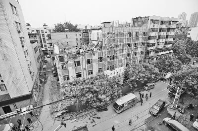 郑州一楼房装修倒塌无伤亡律师:装修要守规矩