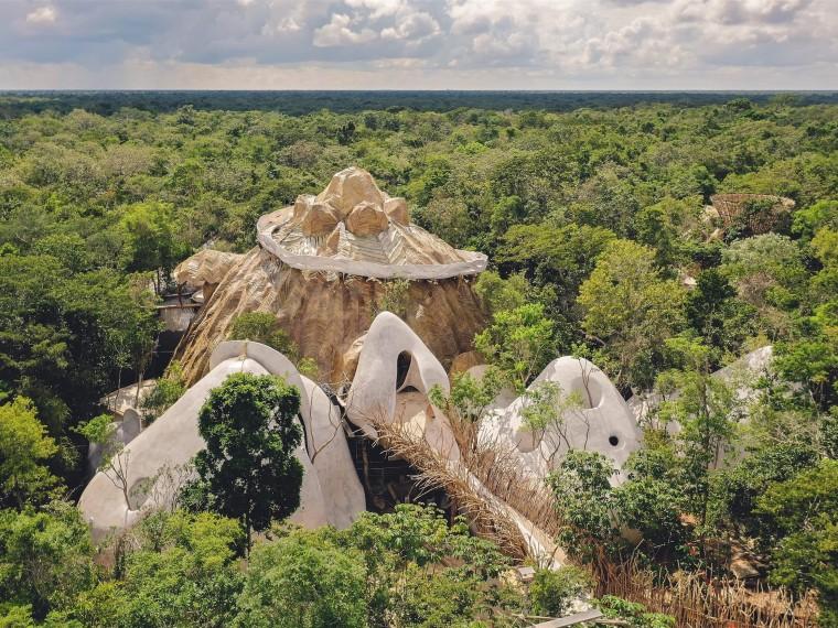 墨西哥生长于丛林中的艺术展览馆