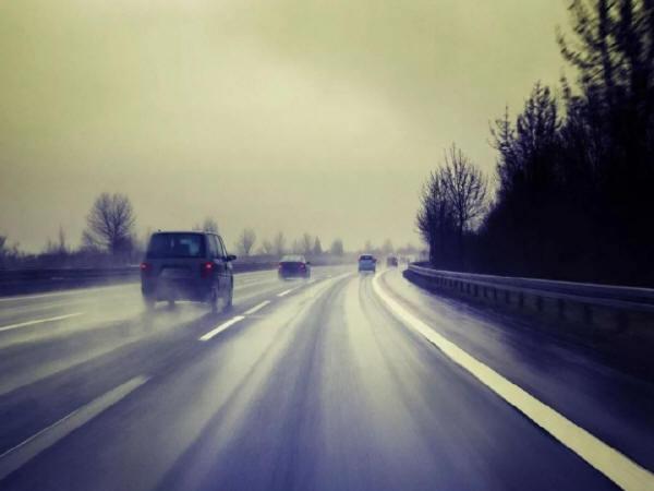 高速公路路基路面早期水损害与防治技术