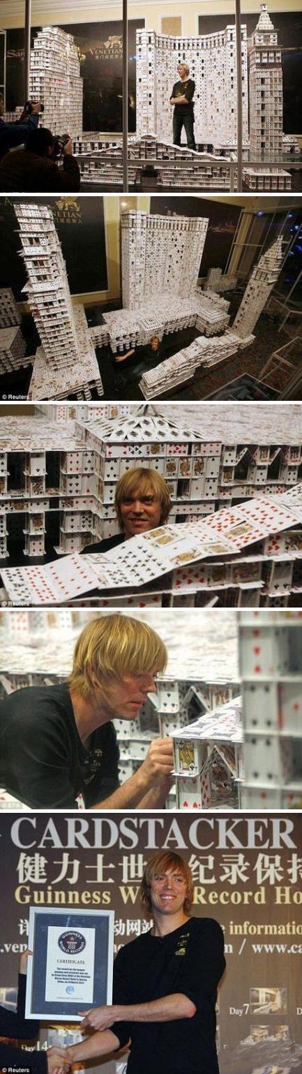 美国建筑师用扑克牌堆叠出三座纸房子建筑物