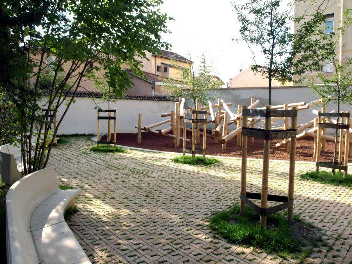 住宅区中的私人花园景观实景图 (4)
