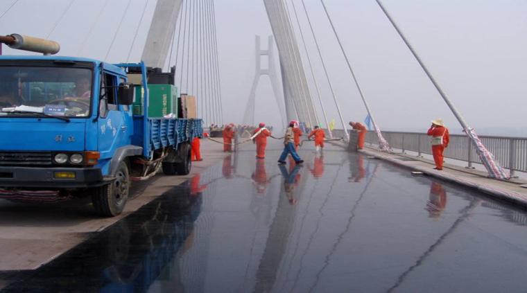 大跨径钢桥面铺装施工技术