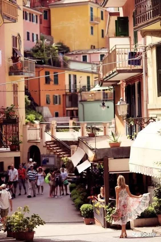世界上最美的小镇,每走一步都是风景_10