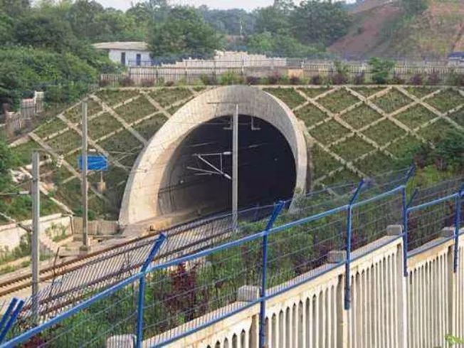 隧道工程施工的难点技术对策_2
