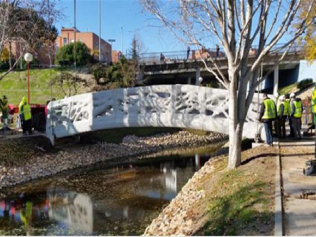 西班牙建成世界上第一座3D打印混凝土人行桥