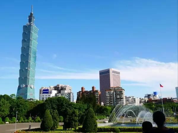 全球50个地标性建筑,认识10个就算你合格!-台北101(台湾·台北).jpg