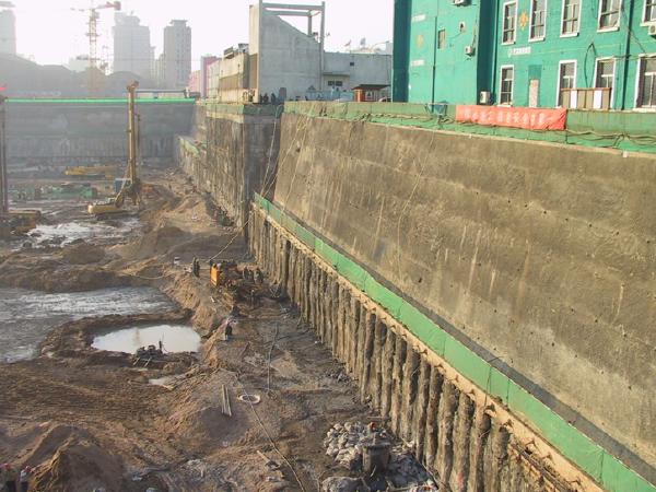 地铁车站明挖法/盖挖法施工技术与安全管理控制要点