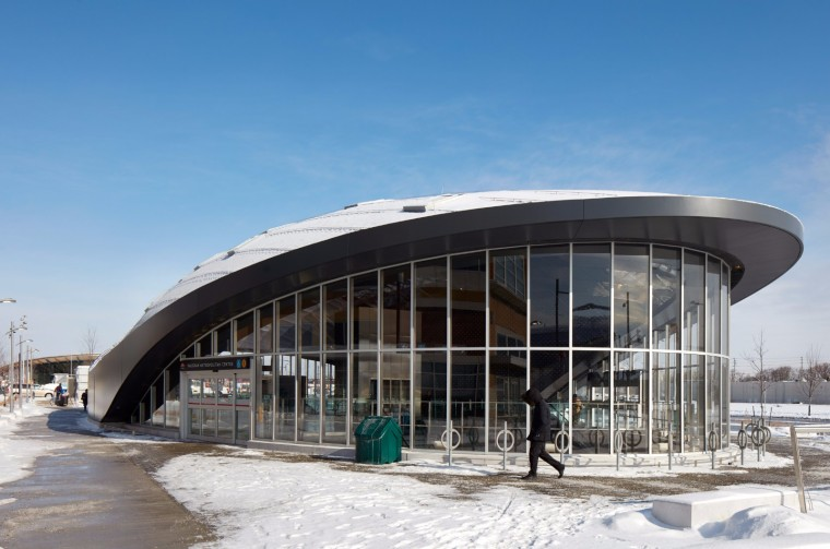 弧形镜面天花板内的地铁站-4