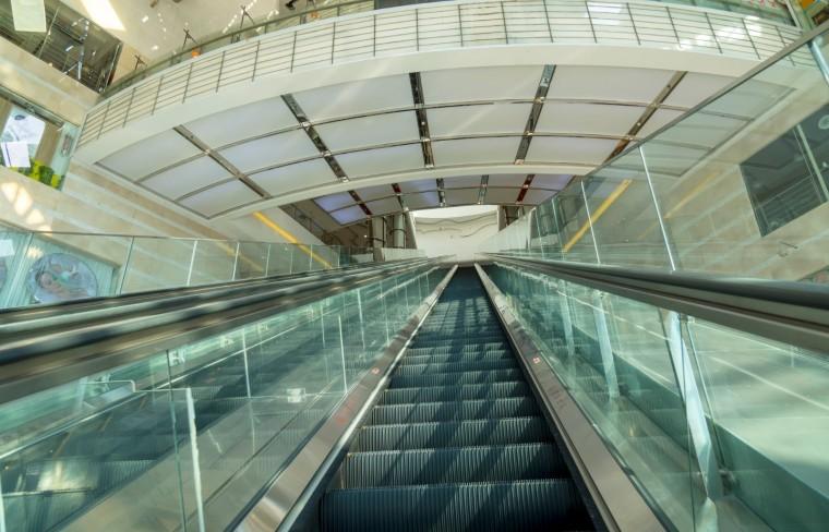 上海50米扶梯造价500万,从3层直达7层市民惊呼太刺激