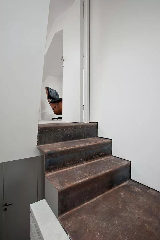 50㎡双层小石头屋,也能有宽敞空间感_8