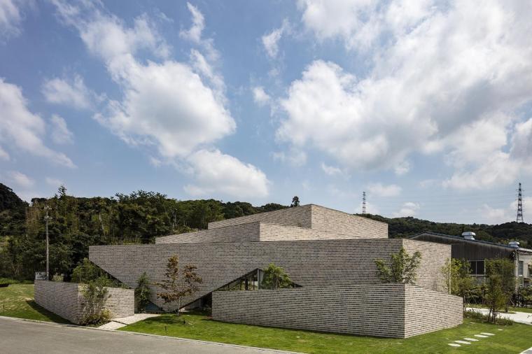 日本Roseroc活动大厅建筑