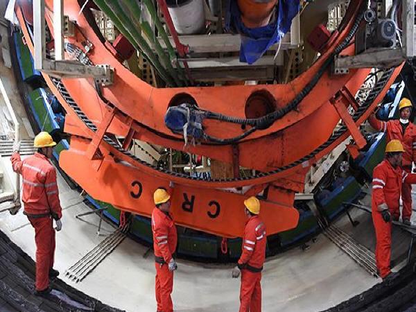 中国最长城市高铁盾构隧道贯通