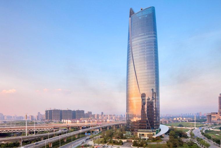 南昌地标性新力中心办公大楼