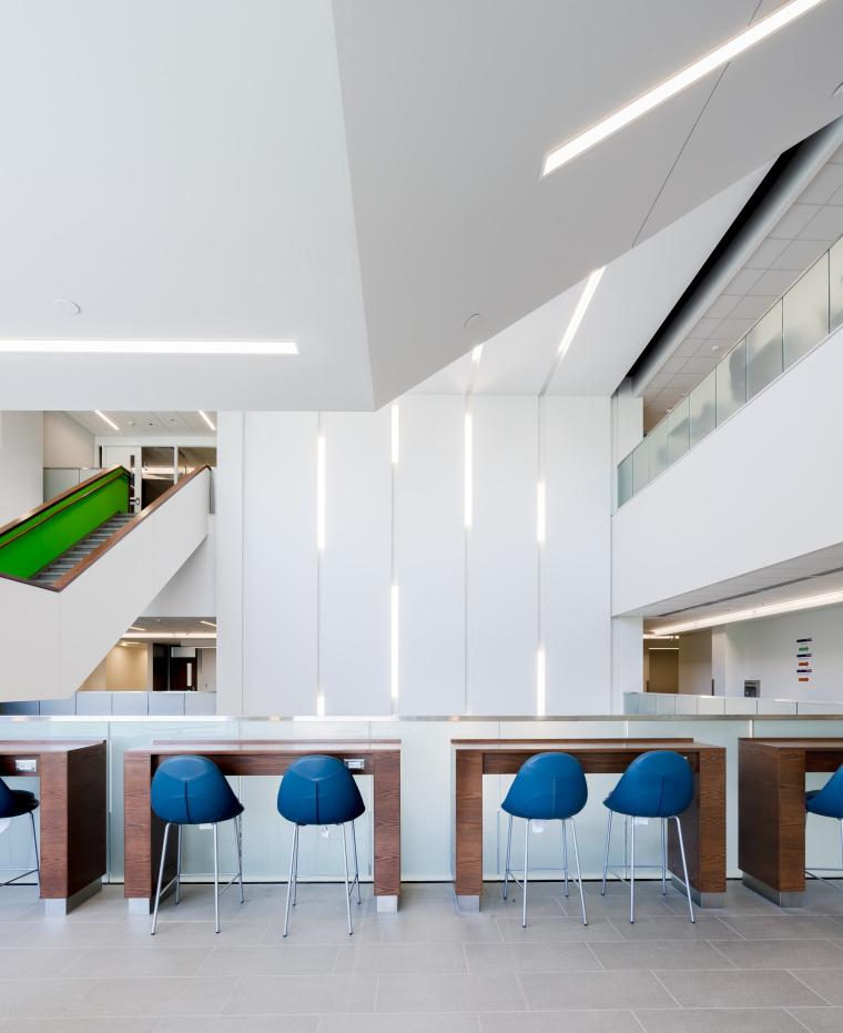 西安大略大学护理学院与信息媒体研究院教学楼-11