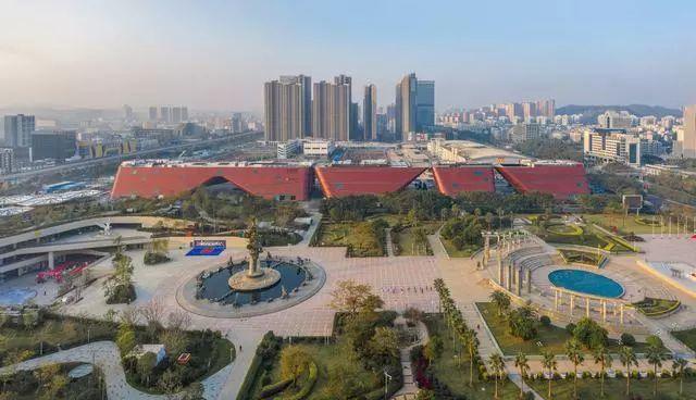 深圳龙岗文化中心 —— 长达400米的综合体建筑群