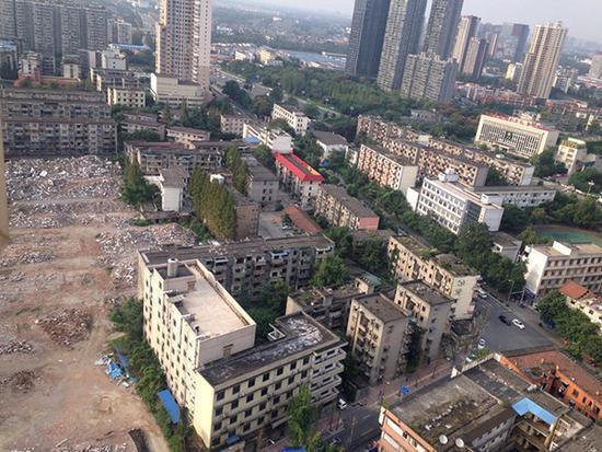 千余小学拆迁成孤岛,官方:加快新校园施工