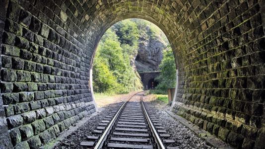 隧道衬砌工程安全施工方案(word,80页)-隧道道路安全