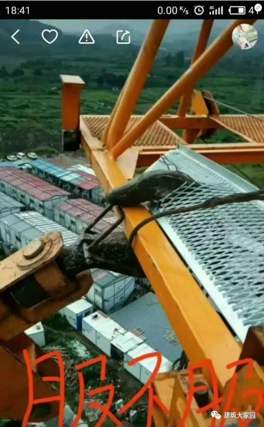 突发!云南昆明一在建工地塔吊发生倒塌事故!_5