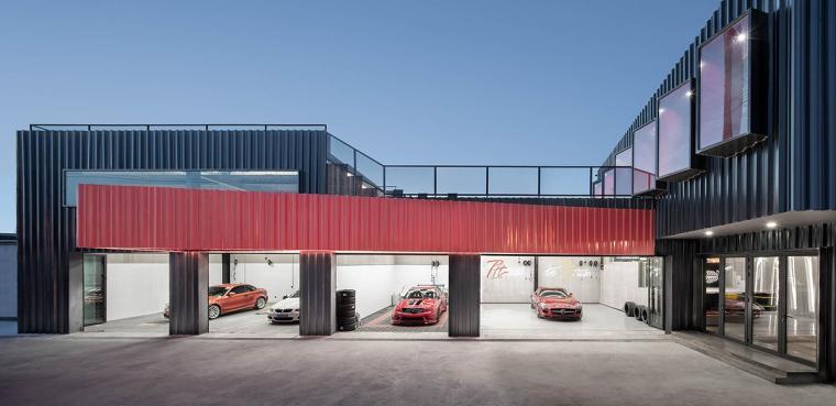 一场汽车爱好者的社交实验,The Pit House汽车俱乐部 / 上建下筑