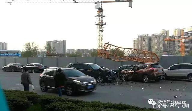 10月10日成都温江一施工塔吊倒塌,致9人受伤!心如刀割!_2