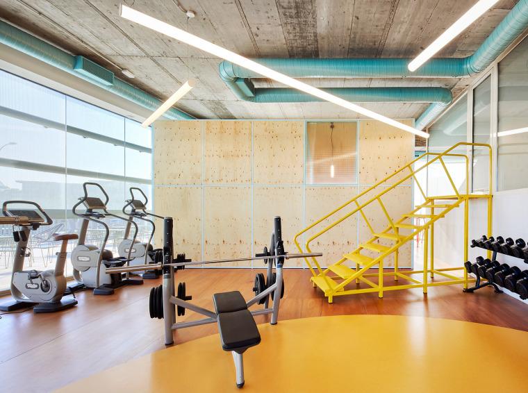 极致简化的多彩Chemo健身房
