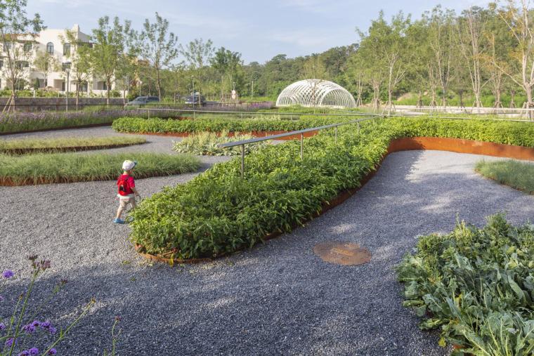 5-ARANYA-Childrens-farm-China-by-Z-T-STUDIO