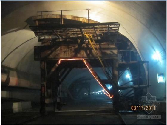 公路隧道紧急停车带二次衬砌快速施工工法