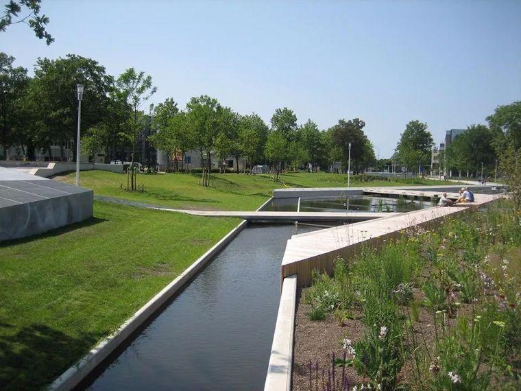出色的景观规划设计,将停车场转变为城市中的明珠